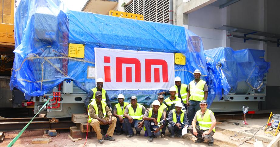 L'Equipe IMM sur le chantier de Bralim. IMM forme et accompagne des travailleurs locaux dans le cadre de ses projets. IMM, Flexible Power Solutions